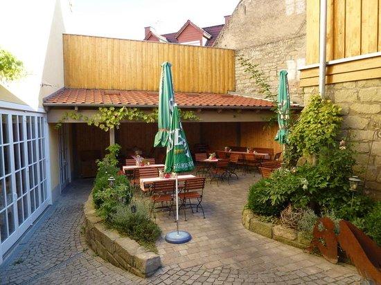 Landhotel & Weingasthof Schwarzer Adler: Garten