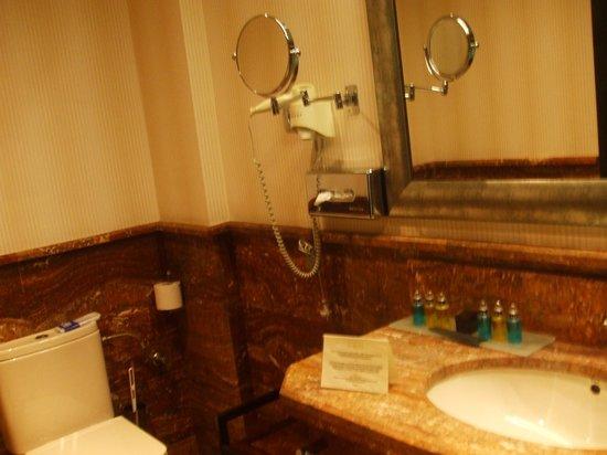Hotel La Vinuela : Bathroom