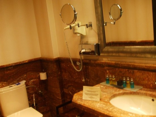 B Bou Hotel Vinuela & Spa: Bathroom