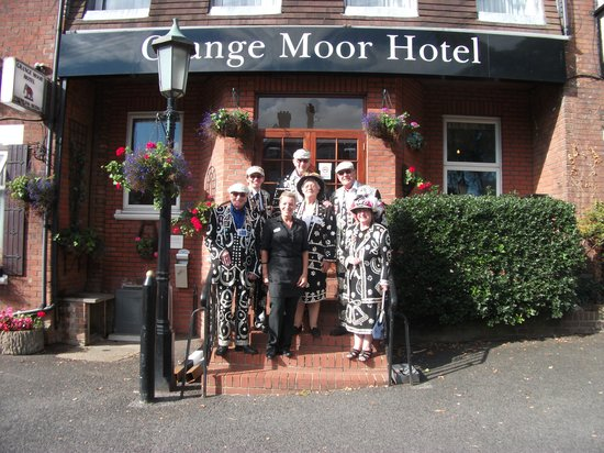 Grange Moor Hotel: The pearly kings & queens with smiling Nicola