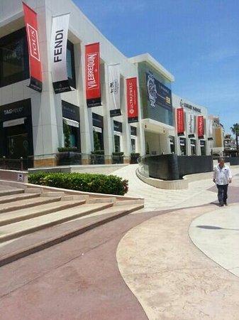Marina Fiesta Resort & Spa: Shopping right next door!  :)