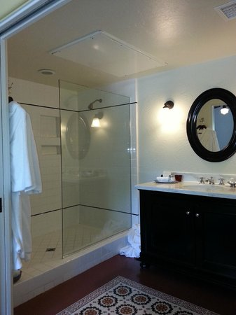Colony Palms Hotel: Room 24, Ground level, bathroom