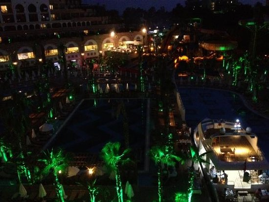 Crystal Sunset Luxury Resort & Spa: In the evening