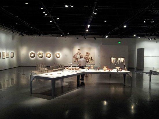 Eretz Israel Museum Complex (Haaretz Museum): ceramics exhibition