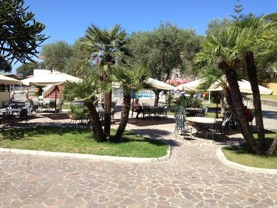 Hotel Zaro: giardino e piscine