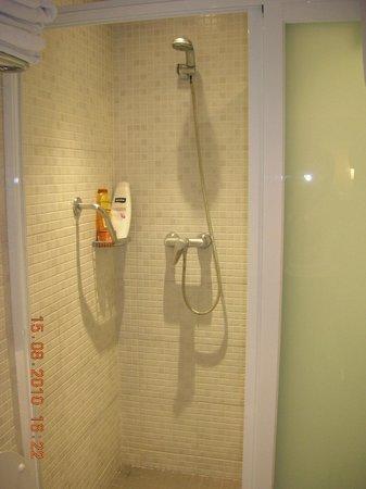 Hotel Condestable : Doccia