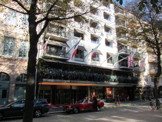 Hotel Rival : Hotel Outside