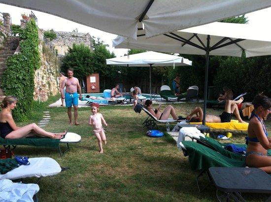 Il Chiostro di Pienza : piscina in giardino