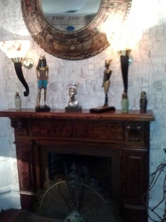 Seven Sisters Inn: fire place
