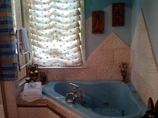 Seven Sisters Inn: bath
