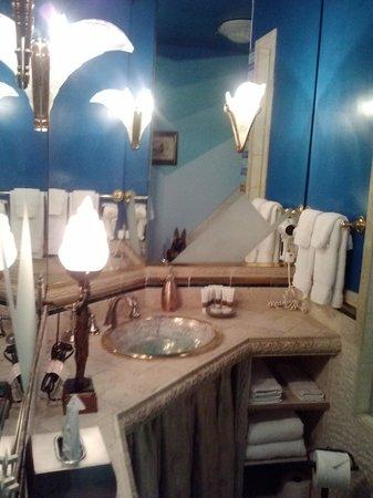 Seven Sisters Inn: bathroom