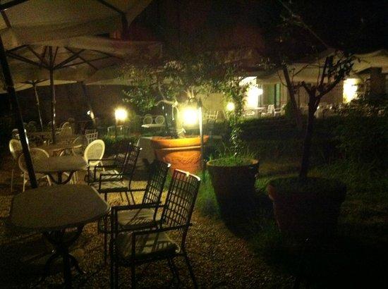 Il Chiostro di Pienza : terrazza alla sera