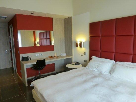 Uberwiegend Rot Und Erdtone Im Zimmer Picture Of Jazz Hotel