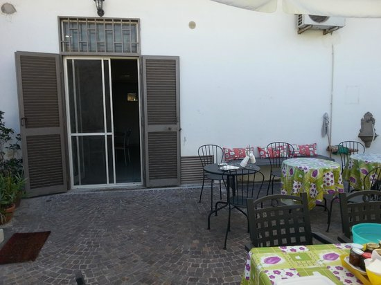 B&B Pompei Welcome: cortile
