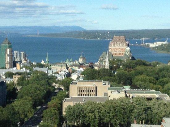 Hôtel Le Concorde Québec: View from our room! Specatacular!!!