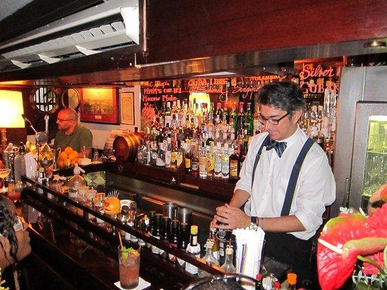 Caribbean club : de barman