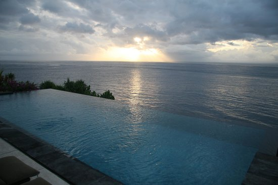 The Point Resort Lembongan : The beautiful infinity pool