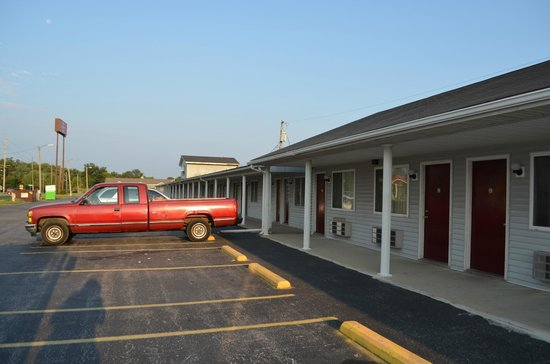 Red Carpet Inn: Convenient with Easy Access