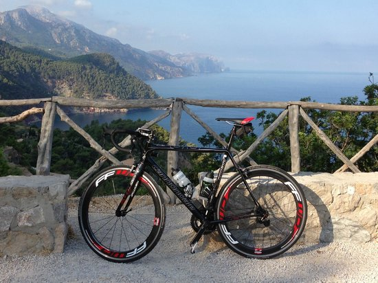 Alaro, Spain: Nice routes along the west coast on a fantastic Cannondale SuperSix EVO