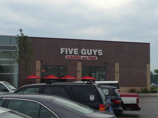 Five Guys: Restaurant entrance