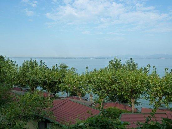Camping Belvedere: Vista lago dal bar/ristorante