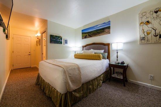 Vendange Carmel Inn & Suites: Cima Collina Queen Deluxe Room