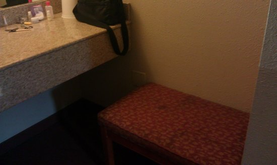 Good Nite Inn, Chula Vista: Stains on the bench in our rom