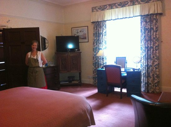 Uphill Manor: Bedroom (with Tina)