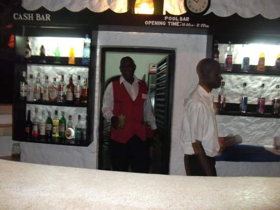 Diani Sea Lodge: beach bar