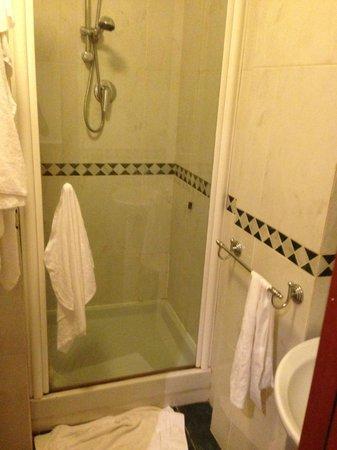 Aurora Garden Hotel : bagno