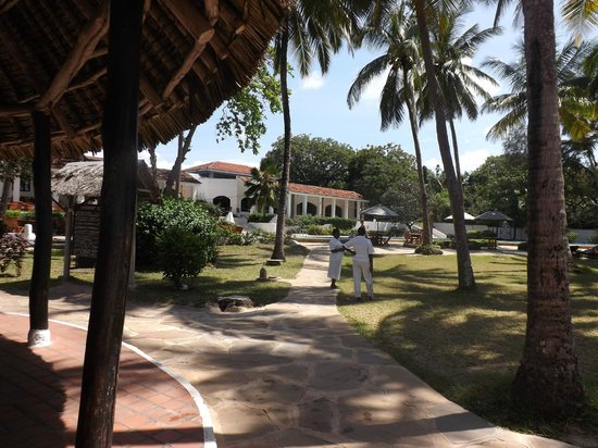 Diani Sea Lodge: view from beach bar