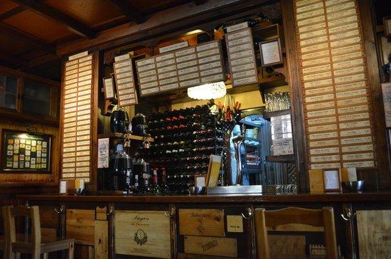 Casa de Vinos La Brujidera : le bar a tapas