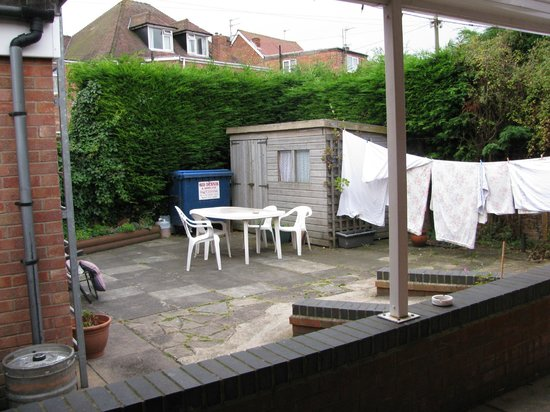 Clarendon Lodge: cosy patio