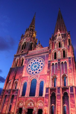 Tower of Chartres Cathedral: nuit de lumiere en la catedral
