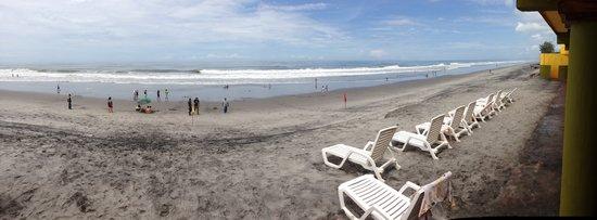San Luis Talpa, El Salvador: Playa frente al Hotel