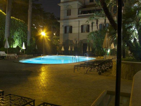 Aldrovandi Villa Borghese: Der Pool
