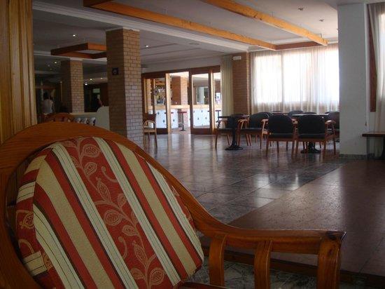 Invisa Hotel Es Pla: Reception Area