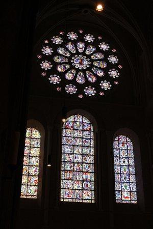 Tour de la Cathédrale de Chartres : Vitrales fantásticos