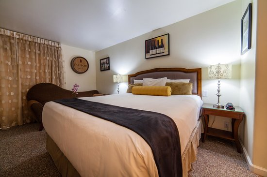 Vendange Carmel Inn & Suites: Tudor King Deluxe Room