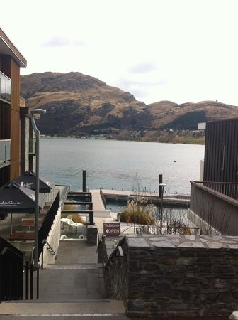 DoubleTree by Hilton Hotel Queenstown: Hotel grounds.