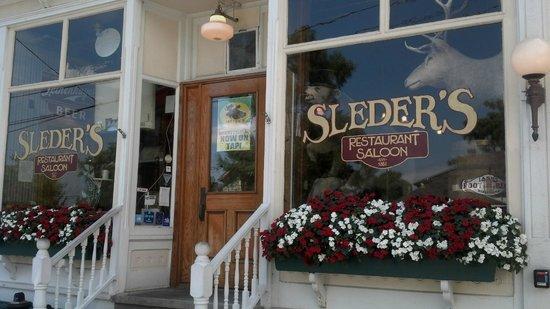Sleder's Family Tavern: restaurant front
