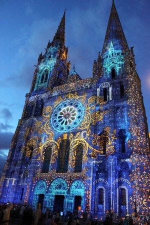 Tour de la Cathédrale de Chartres : Sonido y luces, esplendida noche de agosto