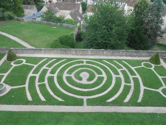 Tour de la Cathédrale de Chartres : El laberinto en el jardín de la catedral