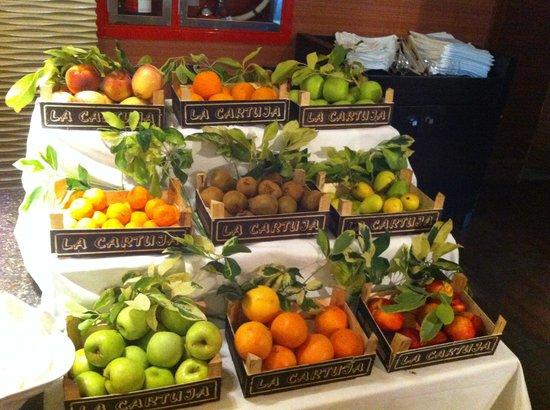 Elba Costa Ballena Beach Hotel: Frutas en el bufet del hotel