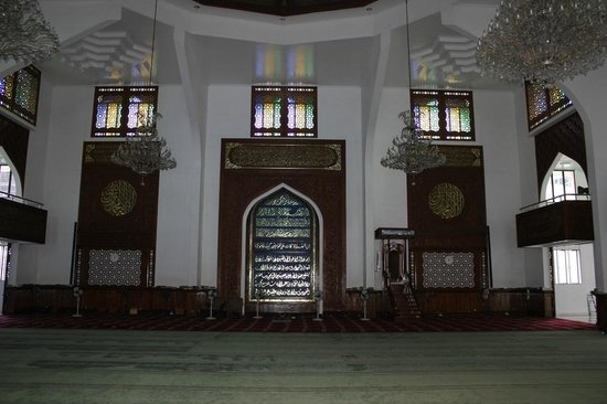 Grand Friday Mosque : Huge inside