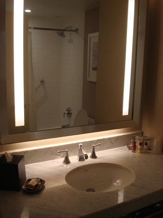 Sheraton New York Times Square Hotel: Bathroom