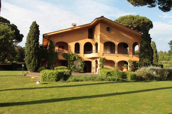 Tenuta Cusmano : Hotel from the pool