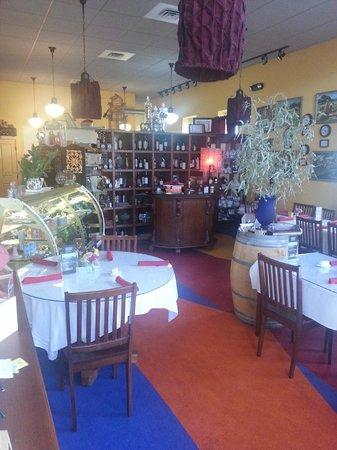 Manila Bay Cafe: Seating Area