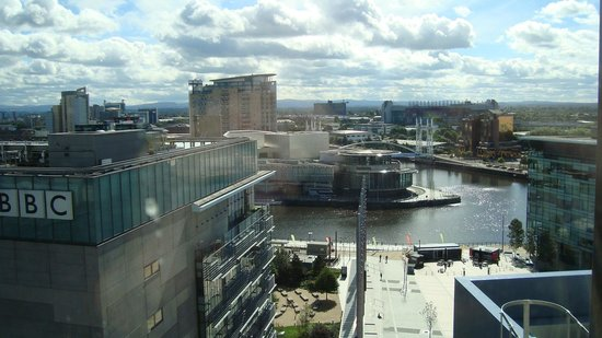 Holiday Inn Manchester MediaCityUK : View of Salford Quay and the lowry