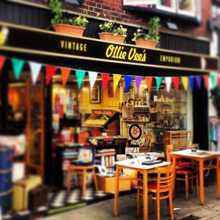 Ollie Vees Tiki Lounge